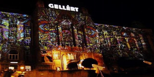 Night Projection fényfestés: a helyszínhez és a rendezvény hangulatához illő, a közönséget lenyűgöző színes fénydekoráció jön létre.